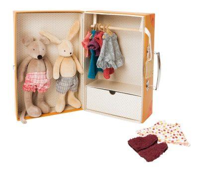 Moulin Roty kofer Mali garderober.Vreme je za oblačenje!Kofer orman napravljen od tvrdog kartona,sadrži fioku za odlaganje i prostor za kačenje odeće.
