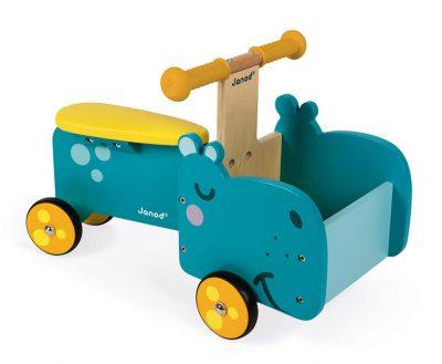 Ova Janod dečija drvena guralica - Nilski konj pomoći će vašem mališanu da otkrije svet koji ga okružuje. Sa kutijom na prednjoj strani, može poneti igračke.
