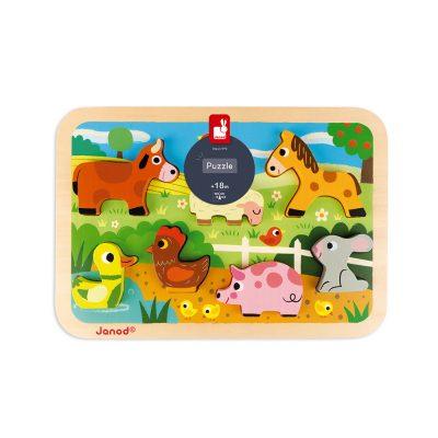 Uz ovu Janodovu drvenu slagalicu mališani će naučiti i upoznati neke od domaćih životinja!Vaše dete će se zabaviti stavljajući životinje na pravo mesto.